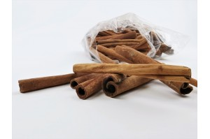 Dry cinnamon stick - nature